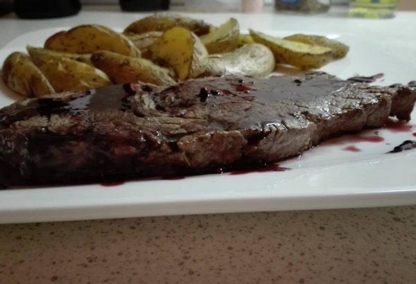 Steak s vinnou redukcí