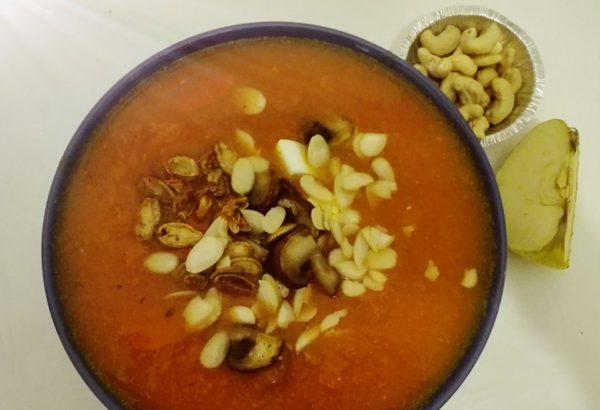 Dýňová polévka s vejcem a mandlemi