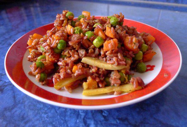 Rýže se zeleninou a bambusovými výhonky