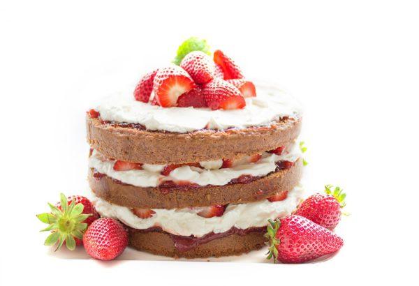 Čokoládovo-jahodovo-smetanový dort