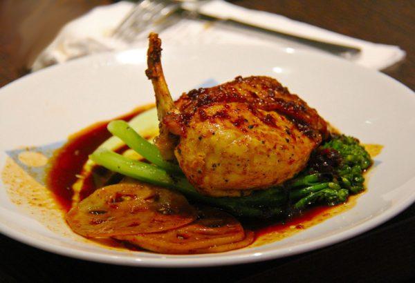 Pečené kuře na bramborách