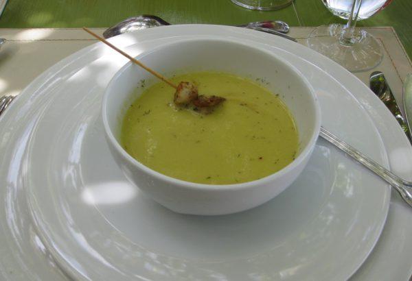 Polévka ze žlutého hrachu