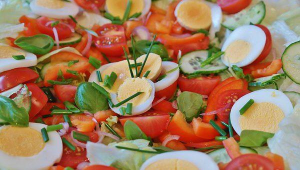 Rajčata plněná šunkou s vejci
