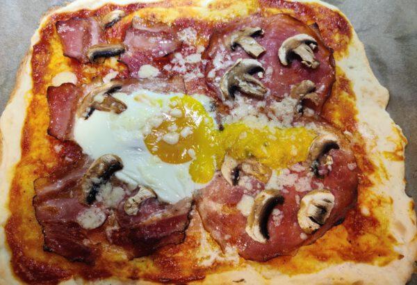 Domácí těsto na pizzu z bílého jogurtu