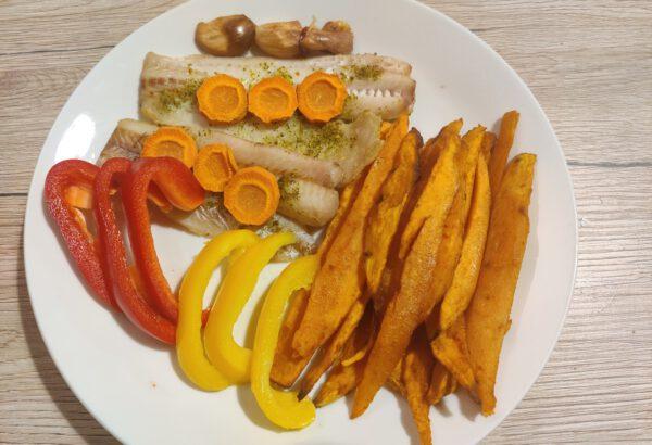 Aljašská treska s batáty a zeleninou