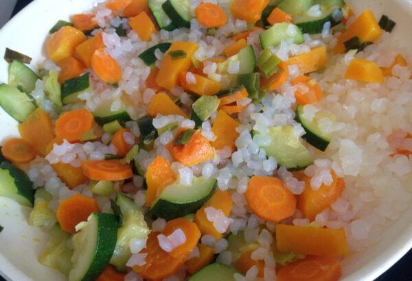 Zeleninové jídlo nejídlo z rýže konjak