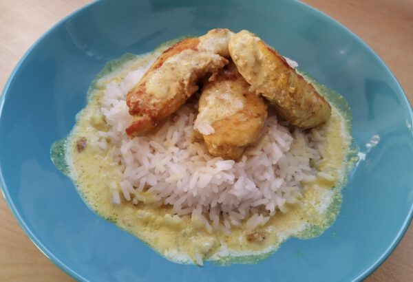 Kuře a rýže s kokosovo-zázvorovou omáčkou